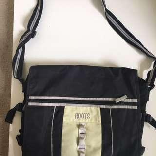 ROOTS MESSENGER LAPTOP BAG