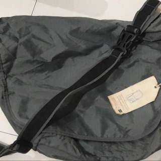 Tas Gap Messenger Bag