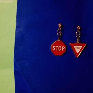 80's 金色耳環垂釣美式道路標制