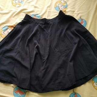 Flare Skirt Hitam-preloved