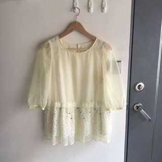 二手 淡黃色 烏干紗蕾絲下襬透視袖上衣