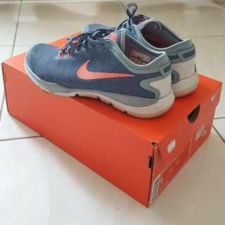 Nike Lady Training Shoes Size UK 5