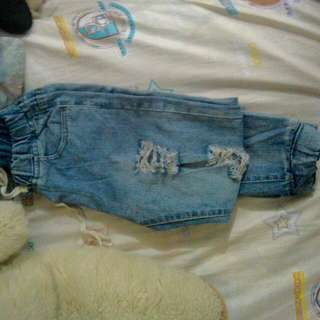 Maong Ripped Jeans (Small)