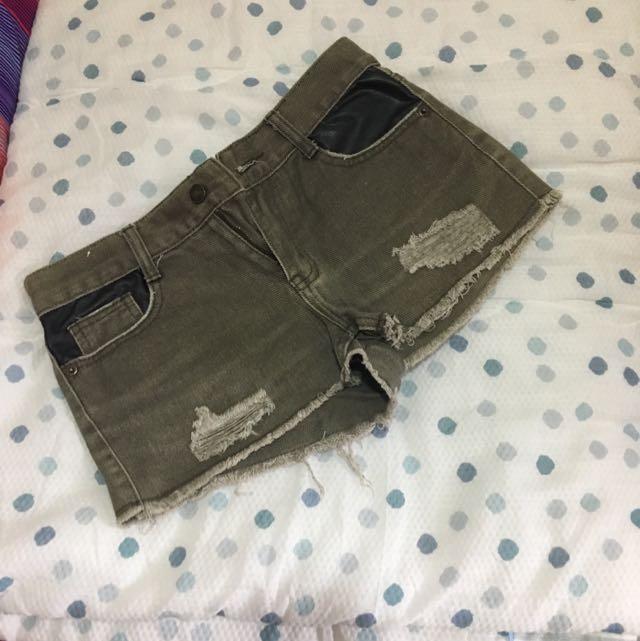混色皮革軍綠短褲