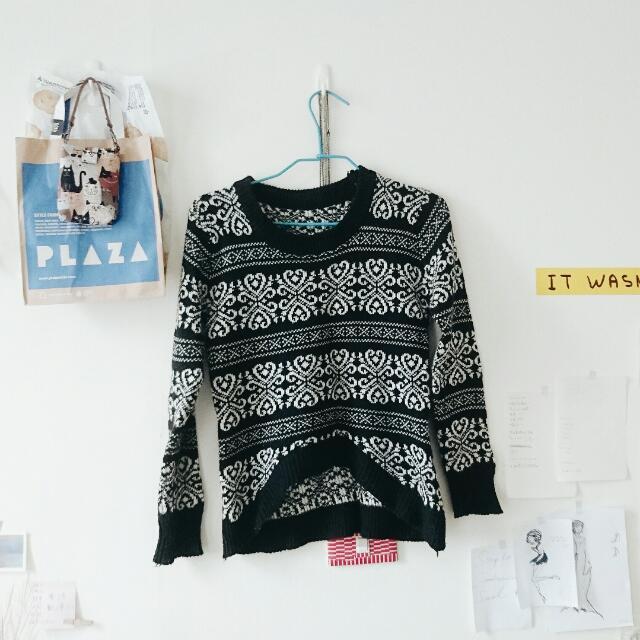 圖騰黑色毛衣 🔘