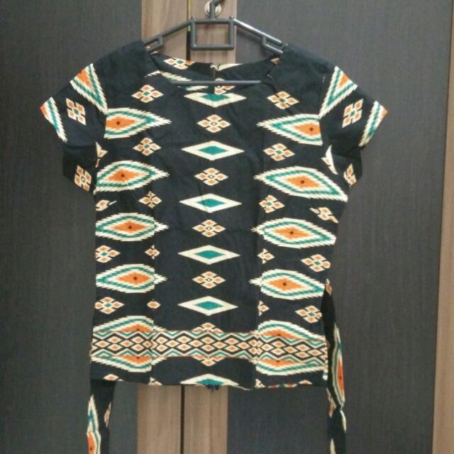Atasan Tribal Batik Hitam