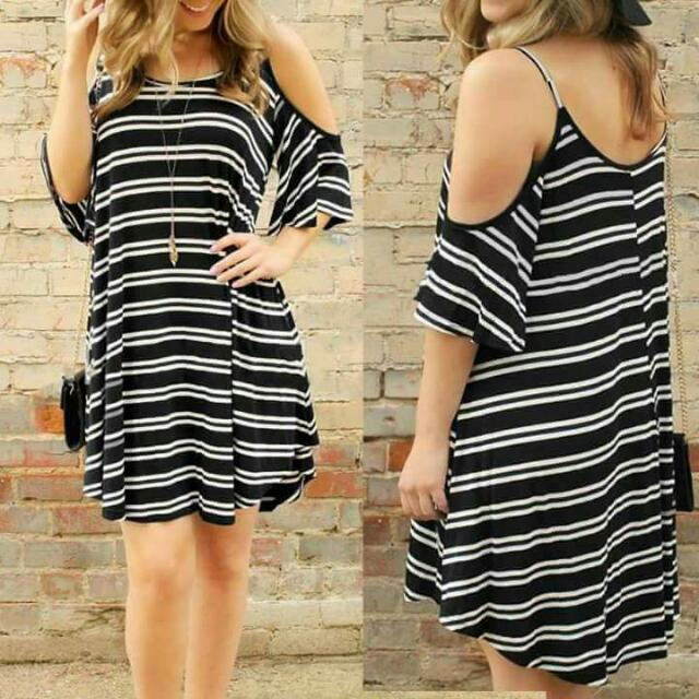 🔥🔥BEST SELLER🔥🔥  🎀USA STRIPE OFF-DRESS  💞Freesize: Fits from small upto semi Large body frame 💞2 Colors available only  💞Fabric: High-quality cotton  price: 350