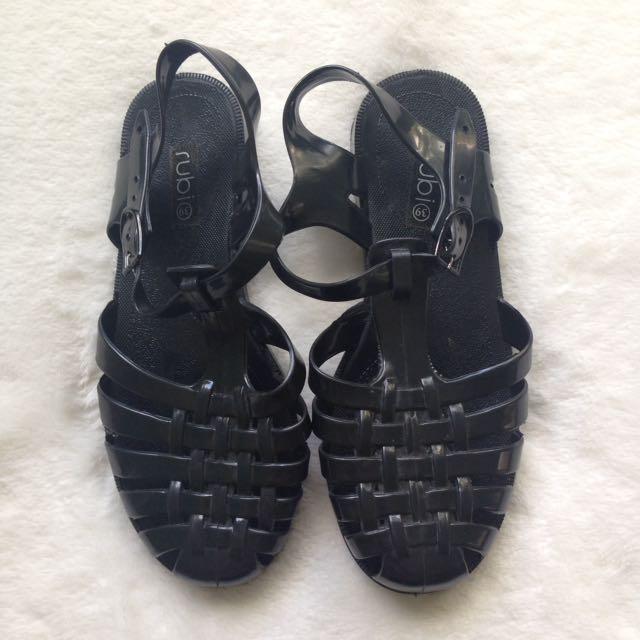 Black jelly sandals