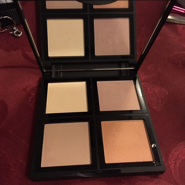 E.L.F Illuminating Pallette