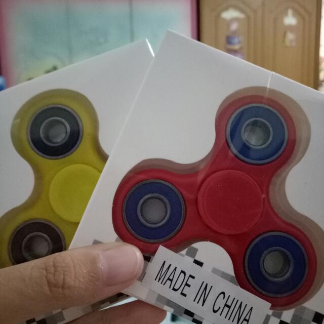 Fidget Spinner Dengan Berbagai Macam Warna