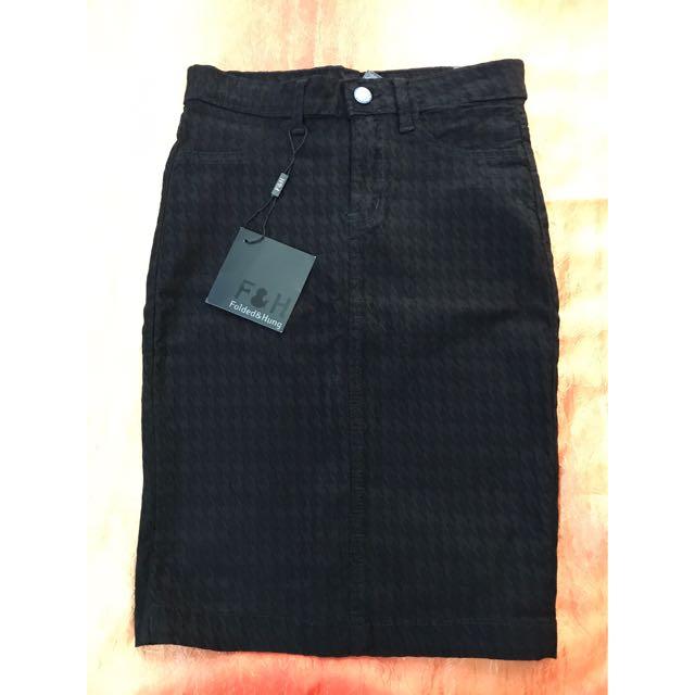 Folded & Hung Hw Skirt