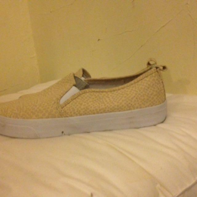 H&m Cream Loafers