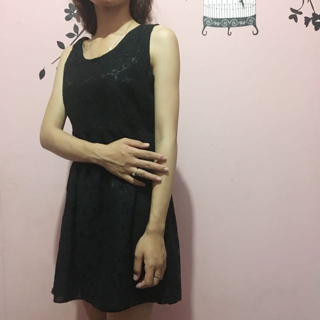 Brokat Black Dress