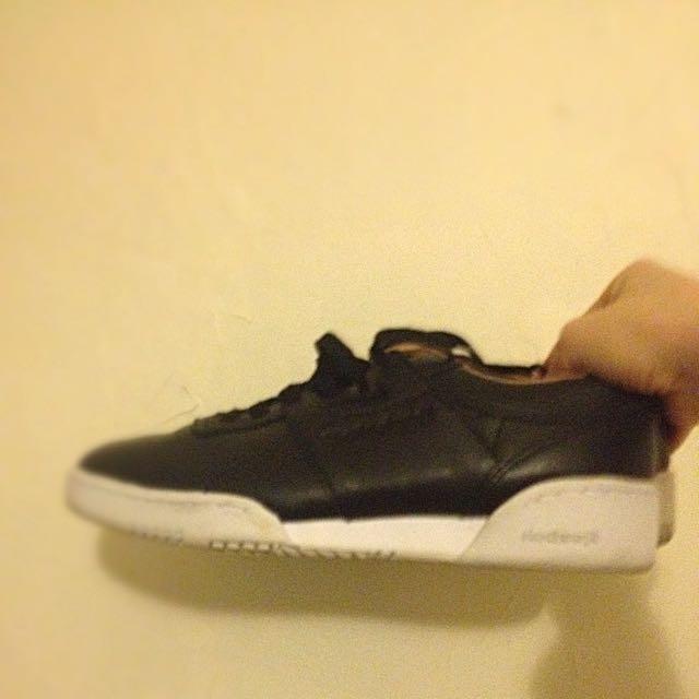 Reebok Black Sneaker