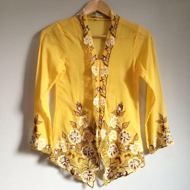Roemah Kebaya Encim in Yellow