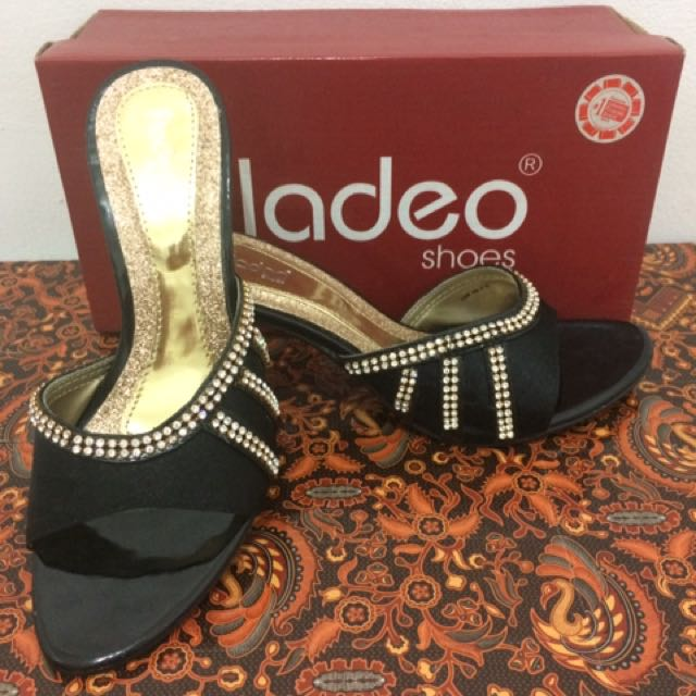 Sandal Pesta Fladeo