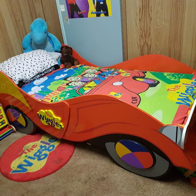 Single Wiggle Big Red Car Bed