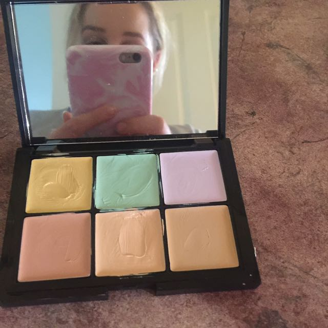 Sports Girl 'face Base, Correct & Conceal Pallete '