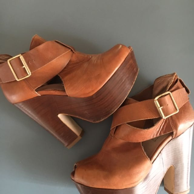 Topshop 70s Style Tan Leather Platforms.