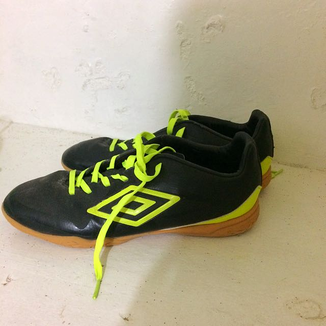UMBRO futsal shoes