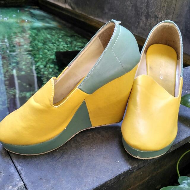 Wedges 2 Warna