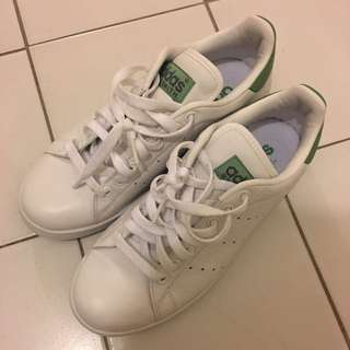 Adidas Stan Smith Sneakers (men's 6.5, Women's 7.5-8)