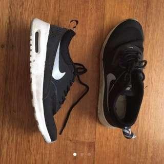 Size 7 Nike Air Max Theas