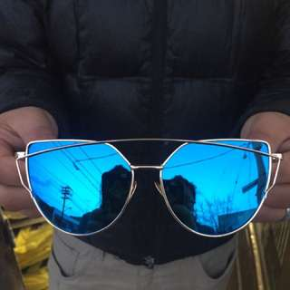 Cool Sun Glasses Come With 5 Shades ( Orange, Red,black,grey and Blue)Brand New