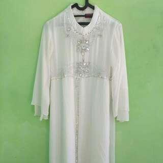 Baju Muslim Wanita Putih Bermute