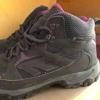 Sepatu Outdoor Wanita (Hi-Tec)