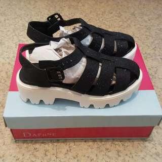全新達芙妮daphne黑色涼鞋(附盒和防塵套)