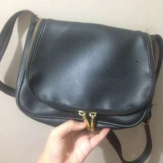 Black Leather slingbag