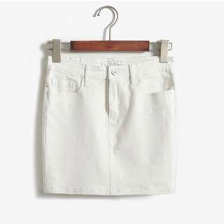 98🆕簡約白》素面顯瘦牛仔短窄裙 Size:L