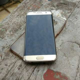 Samsung Galaxy S7 Edge Gold.