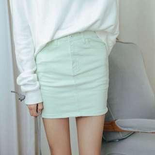 98🆕馬卡綠》素面顯瘦牛仔短窄裙 Size:L
