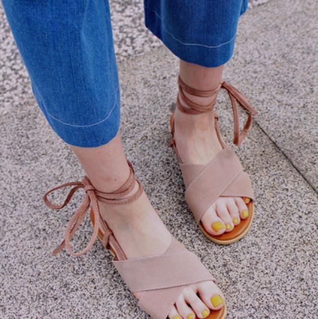 交叉綁帶涼鞋