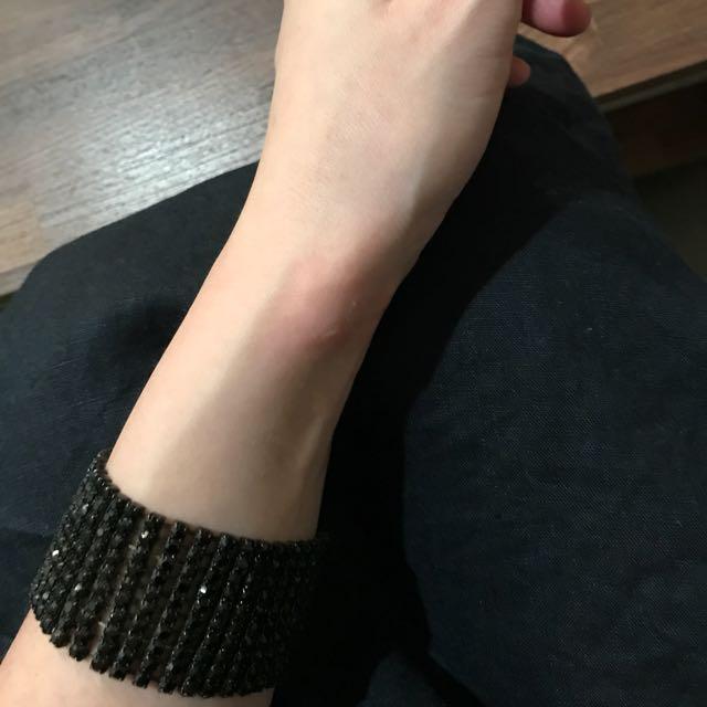 寬版黑鑽手環鬆緊。