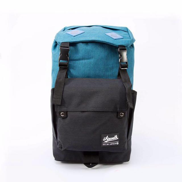 ✨免運費✨AIRWALK天地之間 蓋扣長型日式雙色登山後背包-藍與黑