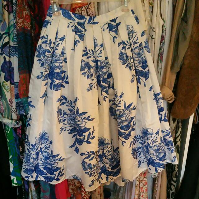 Beautiful Floral Pleated Skirt 6 / XS Blue And White