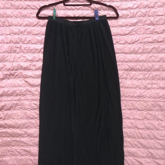 Branded HM H&M Black Pleated Skirt W/ Slit
