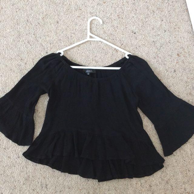 Cheris Black Summery Crop Top