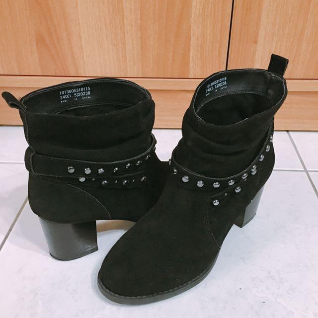 達芙妮Daphne粗跟靴子