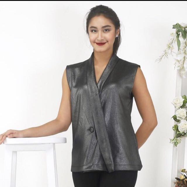 DEVINA TOP. BLACK METALLIC