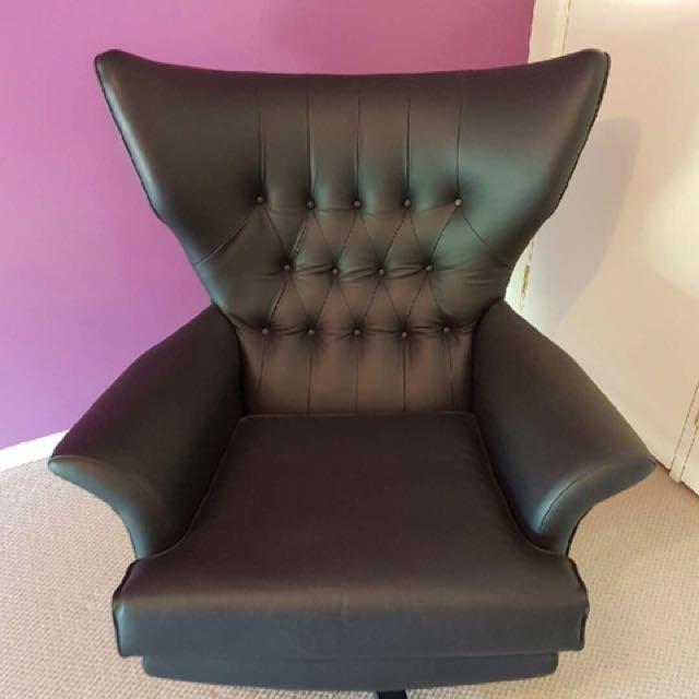 Ebenezer Gomme 'G Plan' chair featured in Bond films