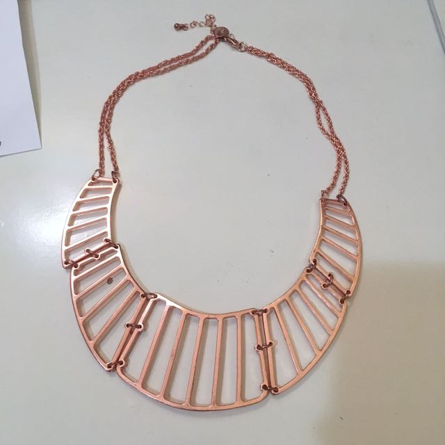Lovisa rose gold statement necklace