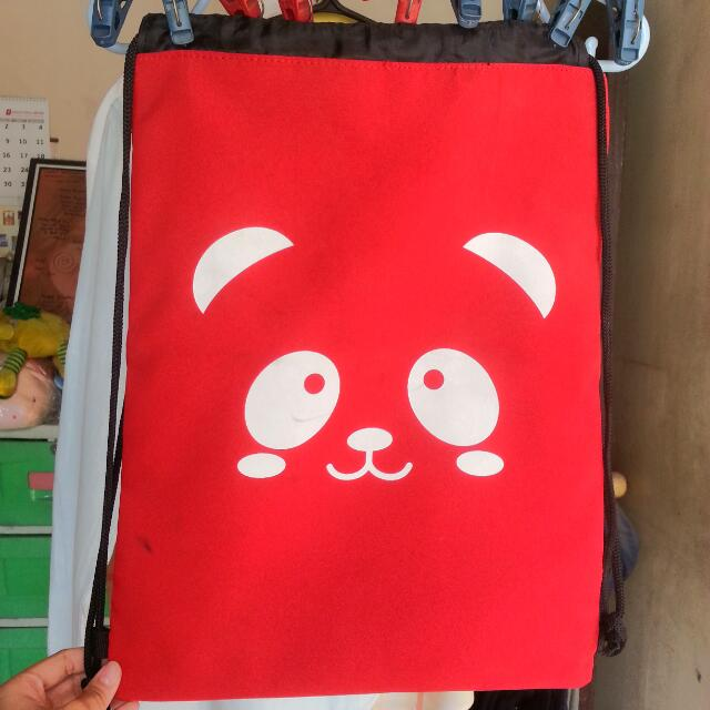 Red panda string bag