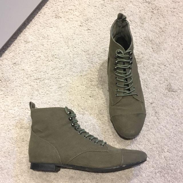 Size 39 / Size 8 Khaki Canvas Flat Boots