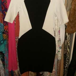 Cue Size 6 Black And White Pencil / Wiggle Dress