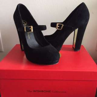 Black Wishbone Shoes Size 7.5