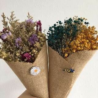 Lumi Pouch in Mix dried flower bouquet